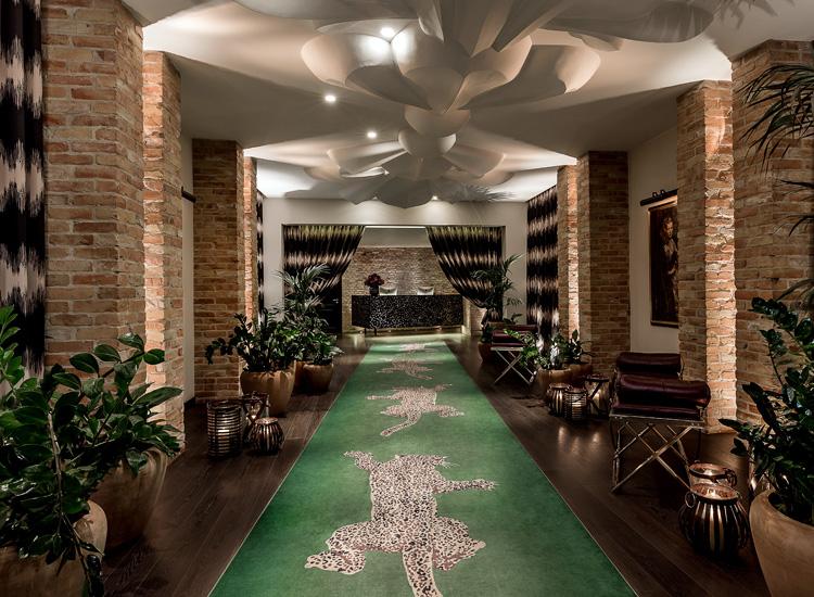 hotel_zoo_entrance_750x550.jpg