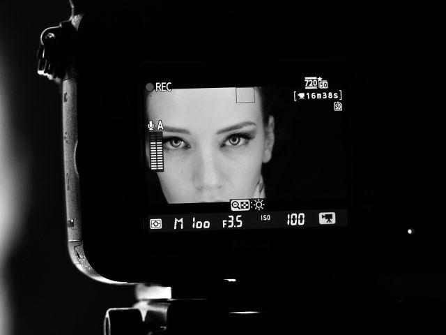 woman-camera.jpg